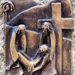 Via Crucis 13: GESÙ È DEPOSTO DALLA CROCE