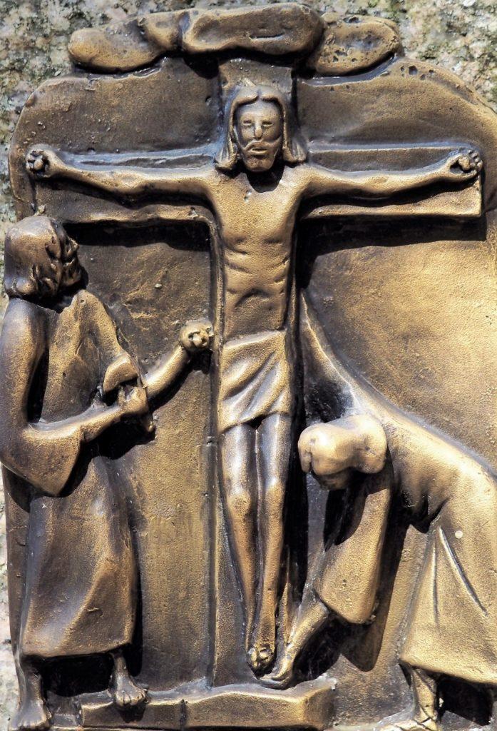 VIA CRUCIS 11: GESÙ È INCHIODATO ALLA CROCE