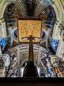 Da questa parte della croce